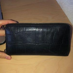 Auxiliary Aritzia wallet